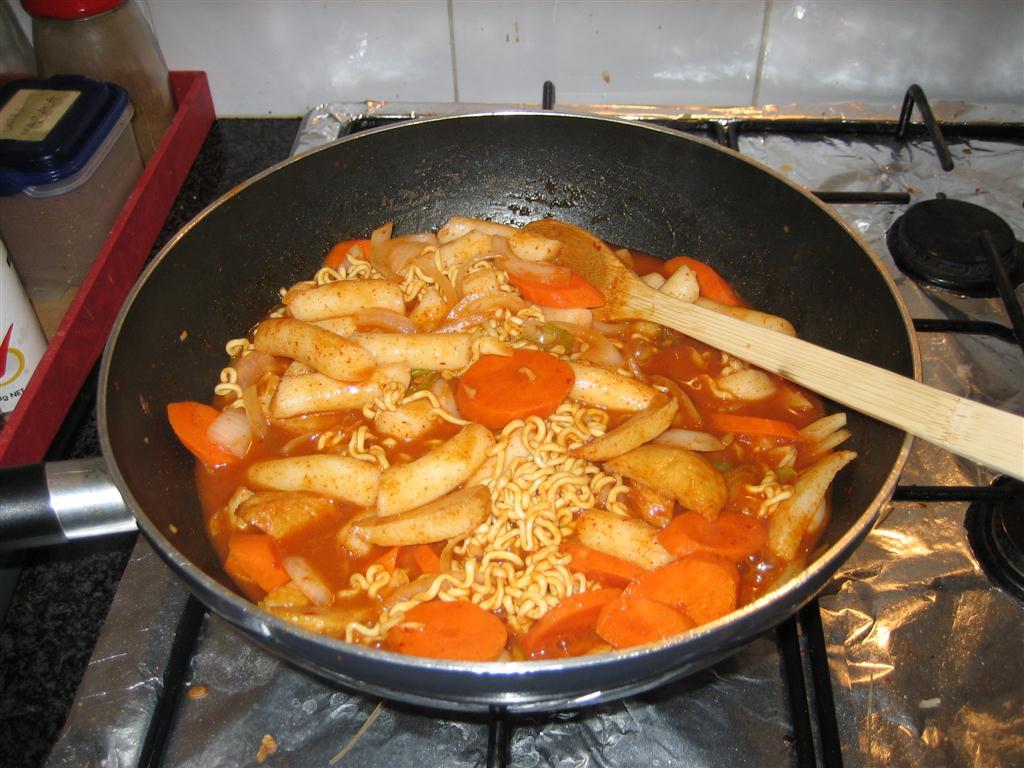 A delicious korean rabokki